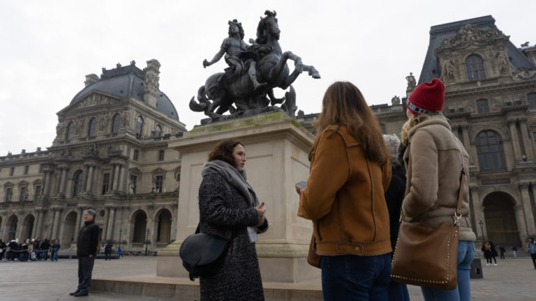 Statue équestre, Louis XIV. Point de Rendez Vous visites guidées.