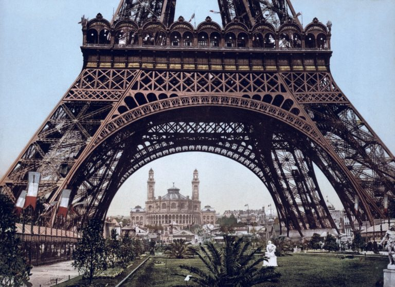 Visit the Eiffel Tower in Paris with a guide