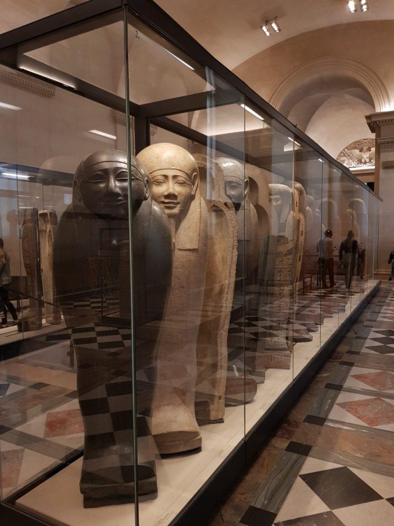 Salle des sarcophages, antiquités egyptiennes, Louvre