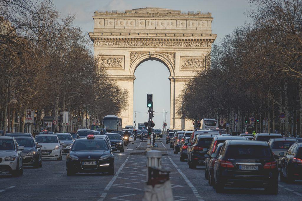Visite de l'Arc de Triomphe et Champs Elysées avec un Guide