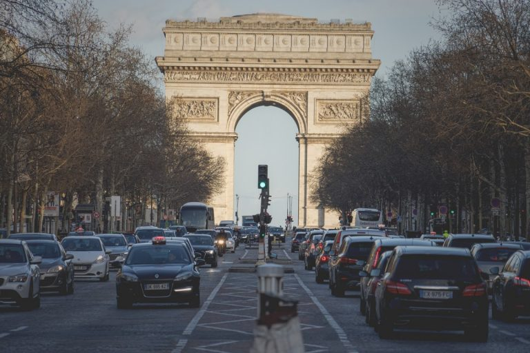 Visit the Arc de Triomphe and Champs Elysées in Paris with a Guide