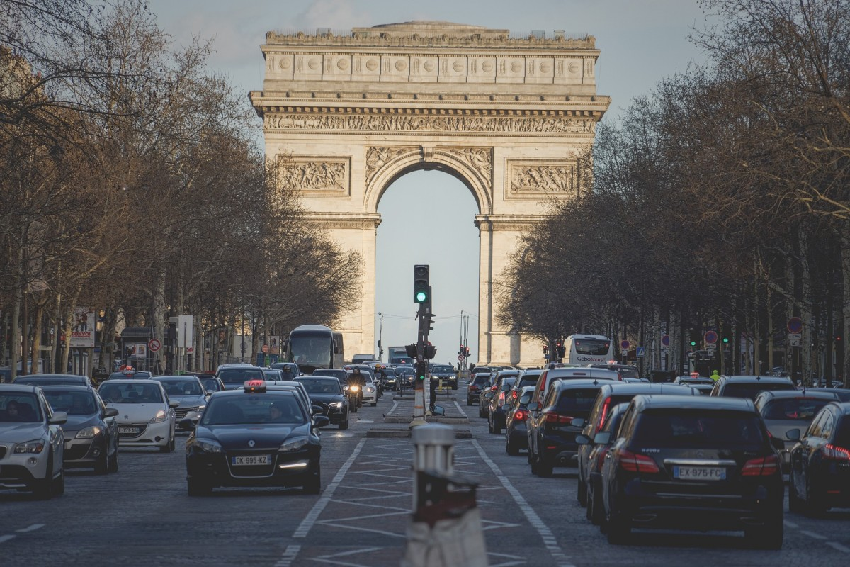 Visit the Arc de Triomphe and Champs Elysées in Paris with a Guide
