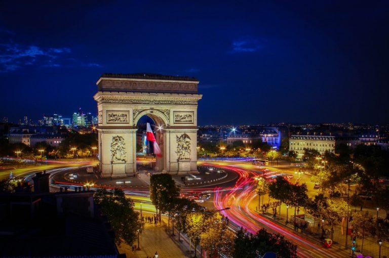 Visita l'arco di trionfo et i champs elysees a parigi con una guida
